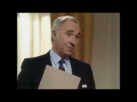Yes Prime Minister - Expelling Russian diplomats