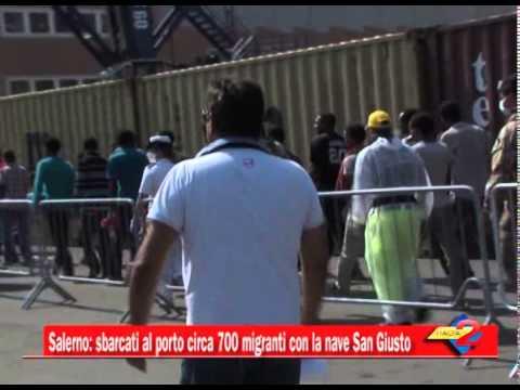 Salerno: sbarcati al porto circa 700 migranti con la nave San Giusto