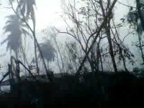 passing through the rubble (typhoon bopha in monkayo, compostela valley).3GP