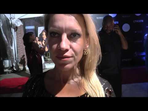 Amanda Moore Beverly Johnson