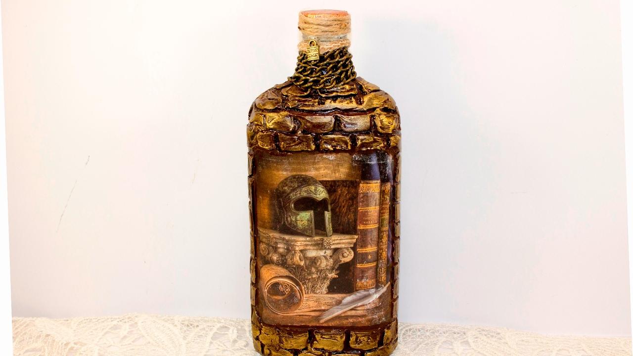 Красивый декупаж стеклянной бутылки