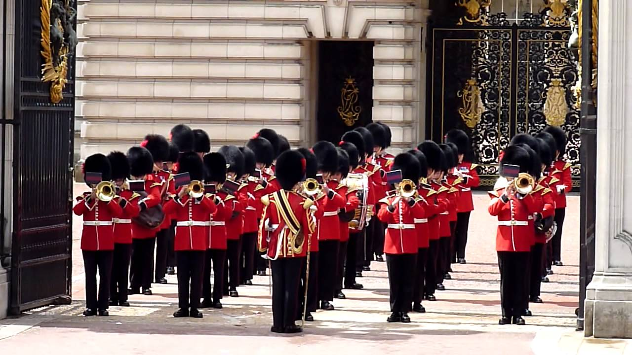 change of guards buckingham palace time