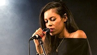 "AlunaGeorge Perform ""You Know You Like it"" At Billboard Studio"
