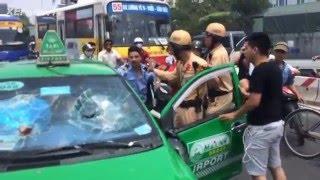 Taxi Mai Linh Chạy CSGT Gây Tai Nạn