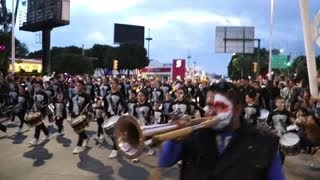 Repeat youtube video Marcha de guerra tambores y calaveras en Día de Muertos