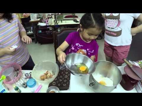 เด็กจิ๋วทำเค้กวันเกิดเจ้าหญิงเอลซ่า ตอน1 ทำแป้งเค้ก [N'Prim W260]