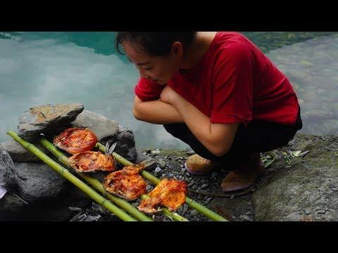 【山藥村老闆娘】農村姑娘河裡抓4條鯽魚,放在炭火上一烤,根本不夠吃