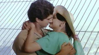 Video Aap Toh Aise Na The - Lata & Yesudas | Parveen & Raj Babbar | Hindi Romantic Song - Gehri Chot download MP3, 3GP, MP4, WEBM, AVI, FLV Januari 2018