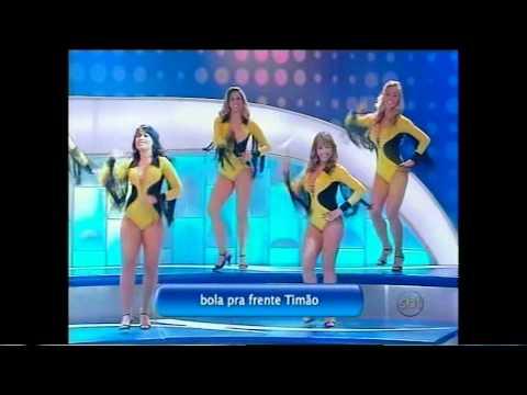 Bailarina Carol Oliveira, tendo um branco no Programa Silvio Santos