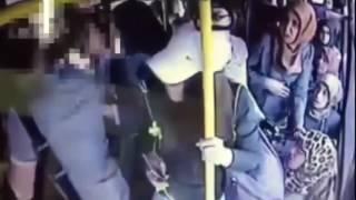 Девушки избили извращенца в автобусе