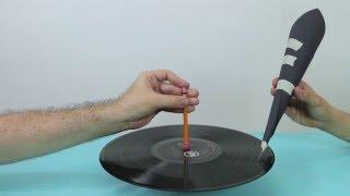 así se escucha un disco de vinilo con una aguja y un cono de cartulina