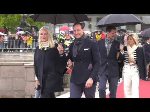 Kongeparet 80 år | Boat ride - Crown Prince Haakon and Crown Princess Mette-Marit arrive