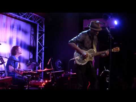 Keb' Mo' - Am I Wrong (New Morning - Paris - July 28th 2014)