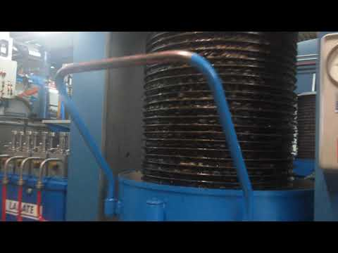 Как делают оливковое масло холодного отжима в Италии - YouTube