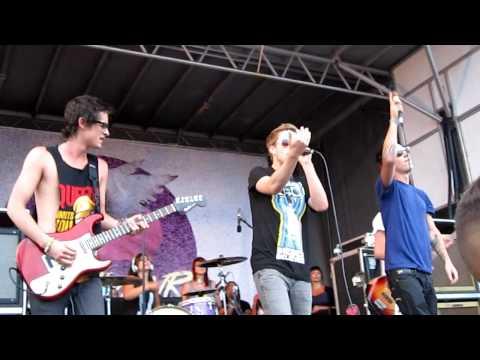 The Summer Set - Girls Freak Me Out (Warped Tour 2010 Ventura)