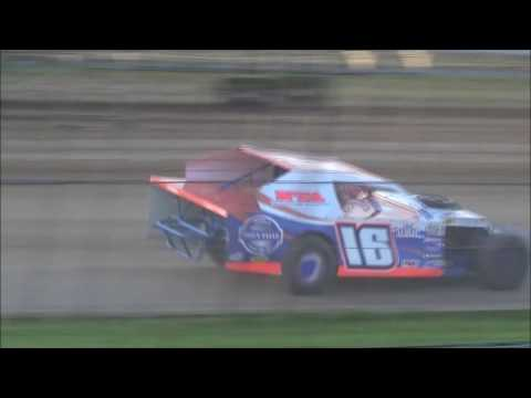 BROCK HESS HEAT RACE SIOUX SPEEDWAY JUNE 2,2016