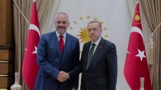 """Erdogan """"dridh"""" Serbinë dhe Maqedoninë: Mos mi prekni shqiptarët!"""