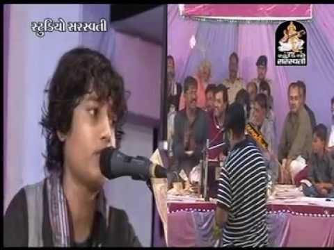 Mital Gadhvi  Gujarati Dayro Bhajan Santvani Goraviyadi Live 2013  12