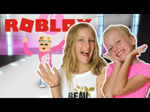 Roblox ✨Fashion Famous. Karina GamerGirl playing with Me in ✨Fashion Famous.