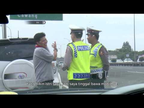 Dikejar Polisi, Supir Angkot Ini Malah Masuk Pusat Perbelanjaan - 86
