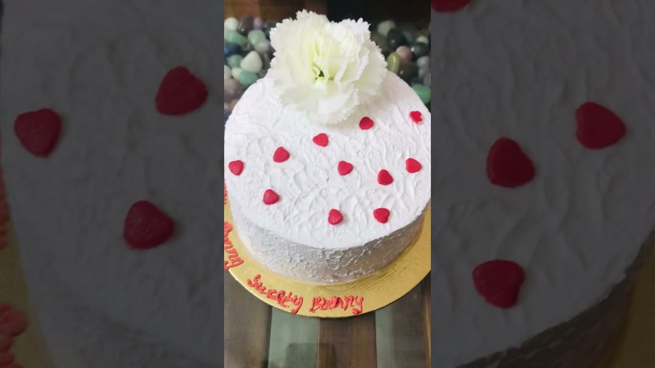 A small cake cutting 🍰