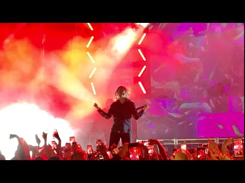 """Lil Pump Performs """"D Rose"""" and """"Boss"""""""