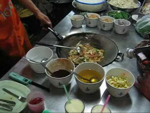 Pad Thai Vegetarian - Thai Street Food