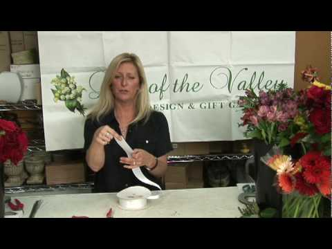 Wedding Flowers  : How To Make A Hand Tied Bouquet