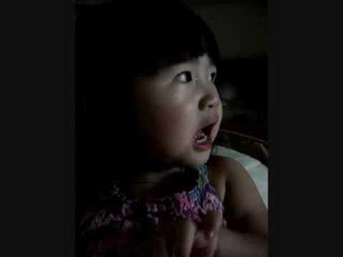 Baby Tiffany Bao Chau sings Ca Nha Thuong Nhau