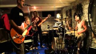 """It Hasn´t Gone Away"" (Triggerfinger-Cover) by ""Indy-Guenni and The Björns"""