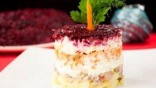 Селёдка под шубой видео рецепт(На странице http://za100le.ru/salad/herring.html Вас ждут подробные фото и ингредиенты этого рецепта., 2012-12-25T18:17:37.000Z)