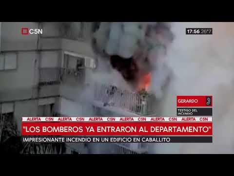 Incendio voraz en un edificio en Caballito dejó dos afectados por inhalar humo
