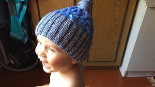 Как связать детскую шапку спицами(Как связать детскую шапку спицами http://bringingsuccess.ru/vyazanie.php В этом видео уроке мы будем вязать спицами шапку..., 2015-06-25T13:20:46.000Z)