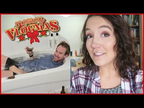 Red Eyeshadow and Bathing With Clothes On?! ❄ VLOGMAS DAY 14 ❄