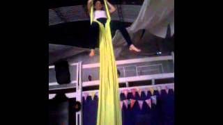 Video Acrobacias en tela ( Paloma & vertiginosa ) download MP3, 3GP, MP4, WEBM, AVI, FLV November 2018