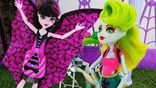 Дракулаура и беспорядок в школе Монстер Хай. Видео с куклами