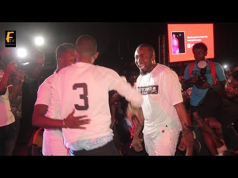 SO TOUCHING ICE PRINCE EMBRACE WITH HIS CLASSMATE @ SMIRNOFF SHOW IN JOS