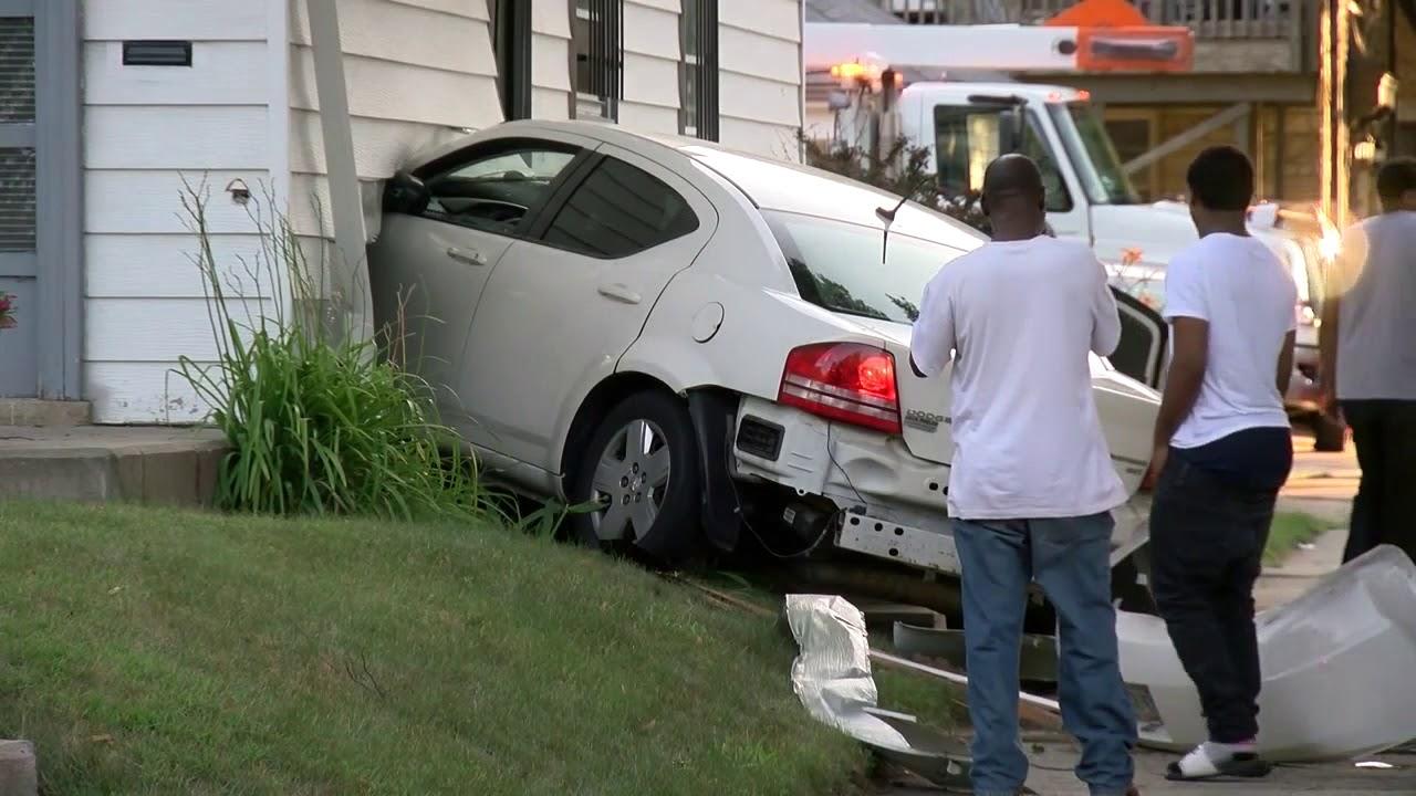 Car Crashes Into House On Northwest Side Youtube