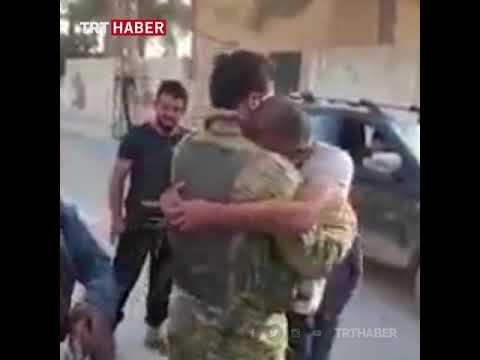 Tel Abyad'da, Suriye Milli Ordusu askerleri sevinçle karşılandı.