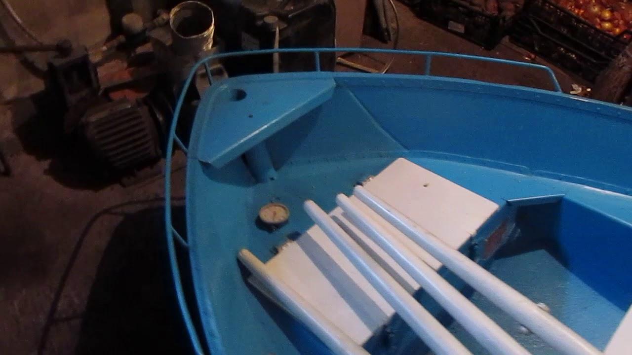 Стеклопластиковая лодка Голавль с мотором 5 л.с. - YouTube