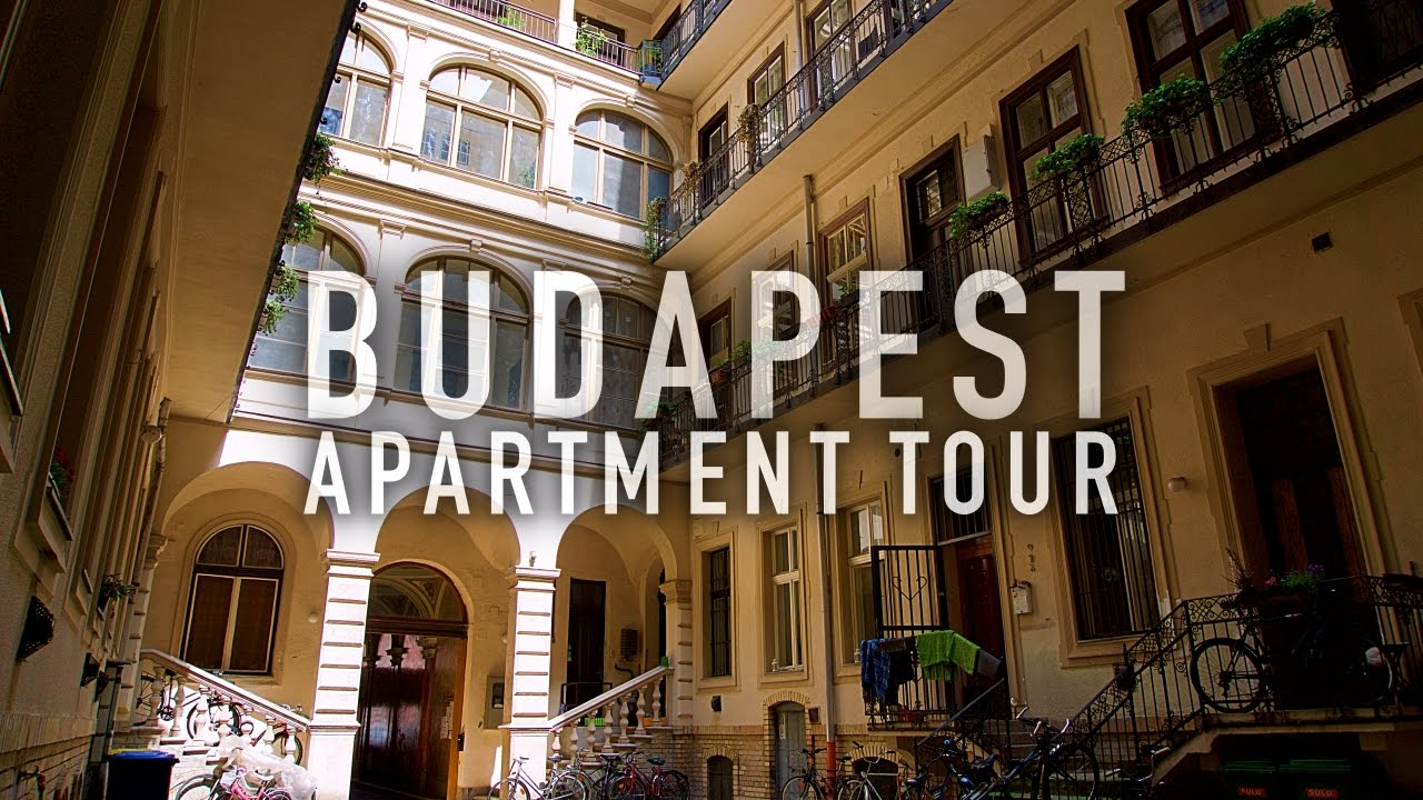 $33 Airbnb BUDAPEST Apartment Tour! 🇭🇺