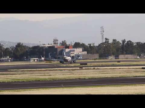 AeroMexico Boeing 737-752 Aterrizando en el AICM