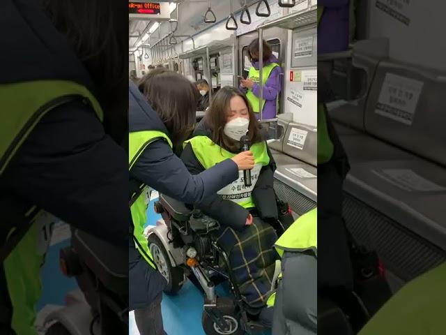 서울시장애인이동권선언 완전이행촉구 지하철버스 1차 직접행동 20년 기다렸다  약속도 했다  장애인이동권 즉각 보장하라 실시간 라이브