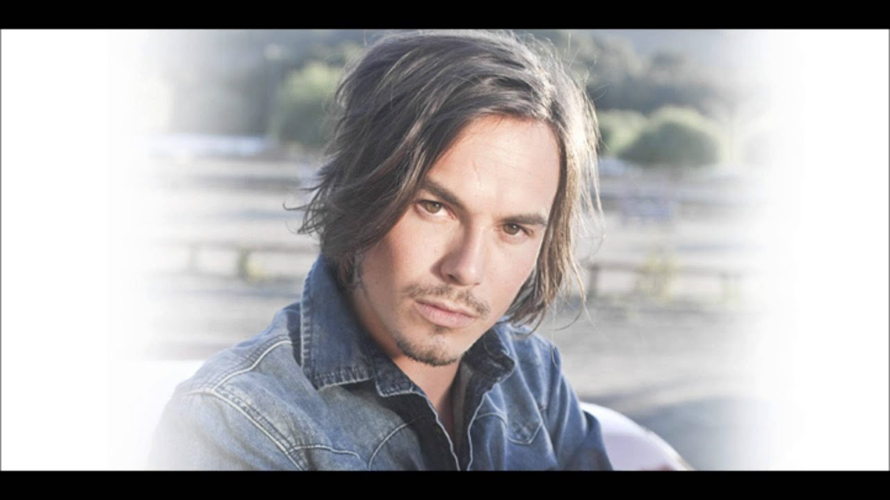 Tyler Blackburn Its That Time Of Year Tylers From Pretty Little