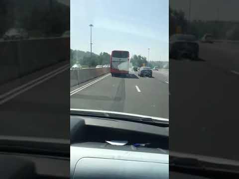 נהג אוטובוס נתקע על הנתיב השמאלי