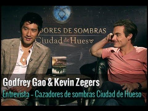 Kevin Zegers y Godfrey Gao hablan sobre Cazadores de sombras