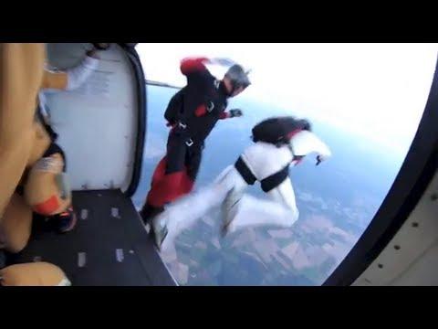 Fallschirmspringen / Skydiving Aus 4000m In Den Sonnenuntergang