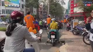 50 cặp đôi khuyết tật diễu hành bằng xe xích lô dạo quanh Sài Gòn