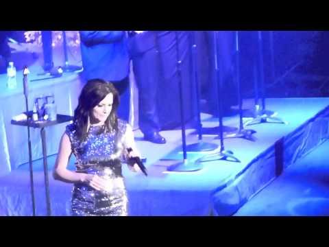 Martina McBride - Christmas (Baby Please Come Home) - Nashville, TN 12/4/13