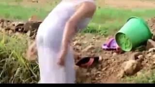 Download Video Bikin basah !!!!! Lihat 2 wanita dalamnya kelihatan pas nangkap ikan ! MP3 3GP MP4